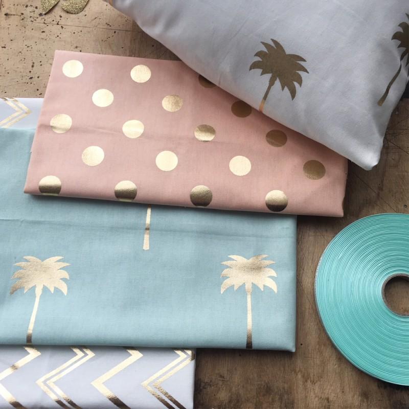 tissu toile de coton b b fabrics chevrons blanc dor. Black Bedroom Furniture Sets. Home Design Ideas