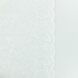 Elma Embroidered scalloped cotton fabric - white x 10 cm