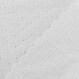 Tissu coton brodé festonné Olivia - blanc x 10 cm