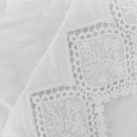 Isabella Embroidered scalloped cotton fabric - white x 10 cm