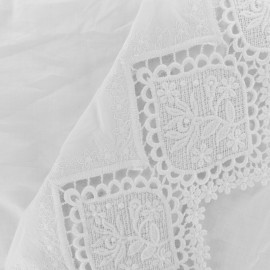 Tissu coton brodé festonné Isabella - blanc x 10 cm