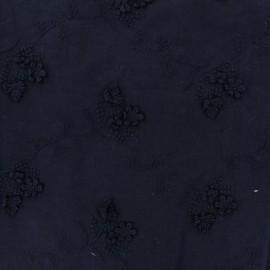 Tissu Voile de coton broderie anglaise fleurs des champs - marine x 10cm