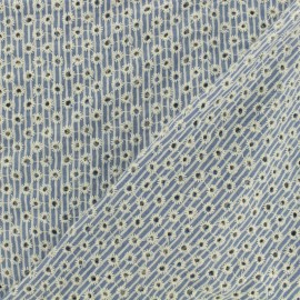Tissu viscose brodé fleuri - bleu ciel x 10cm