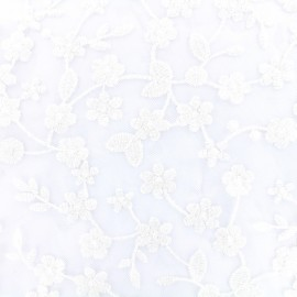 Tissu tulle brodé fleurs tendres - blanc x 10 cm