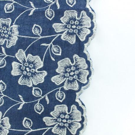 Tissu chambray brodé Pensées blanches - esprit denim x 10cm