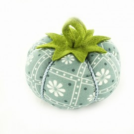 Tomato pin cushion Indie - blue