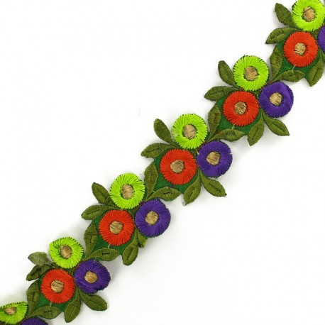 55 mm Round flower A iron-on Indian guipure x 50cm