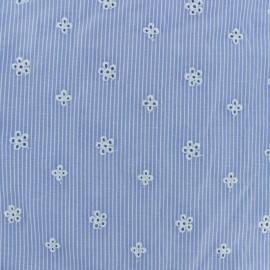 Tissu coton brodé Noélie - bleu clair x 10cm