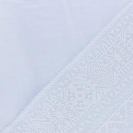 Tissu voile de coton brodé Pandora - blanc x 10 cm