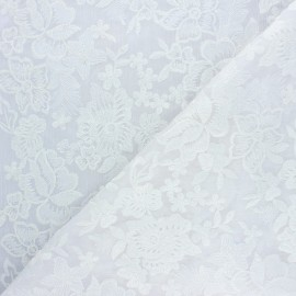 Tissu polyester brodé Lyna - blanc x 10cm