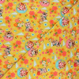 Tissu jersey Fiona Hewitt Kittens in baskets - jaune moutarde x 10cm