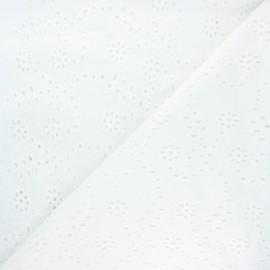 Tissu voile de coton broderie anglaise Yévanne - blanc cassé x 10cm