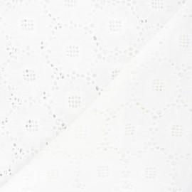 Tissu voile de coton broderie anglaise Louise - blanc cassé x 10cm