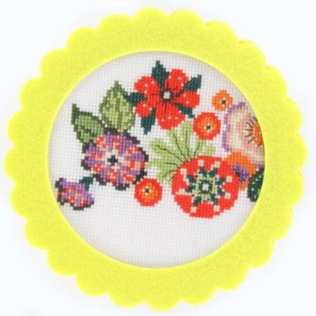 round-shaped felt frame - yellow