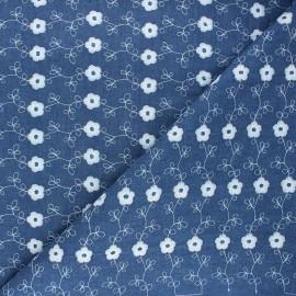 Tissu jeans fluide brodé Flora - bleu x 10cm