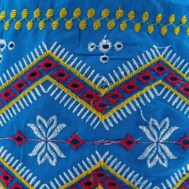 Tissu coton brodé Tzigane bleu paon x 10cm