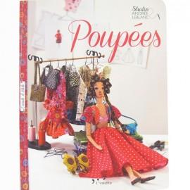 """Livre """"Poupées"""""""