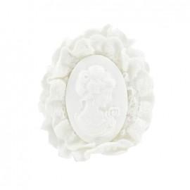 Broche camée broderie blanche