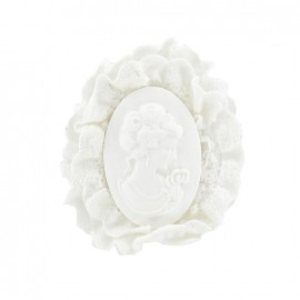 Cameo brooch with embroidery - white