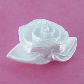 Fleur ruban rose à coller/coudre tout blanc