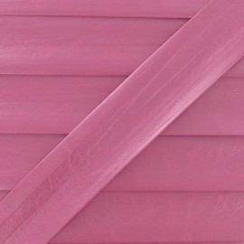Imitation leather bias binding, 25 mm, metallic aspect - pink