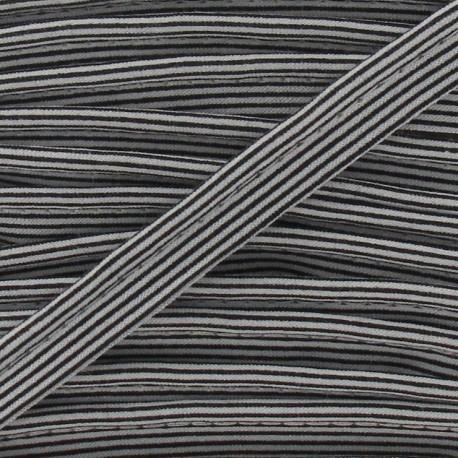Horizontal Stripes Piping - black