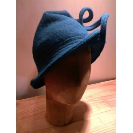 """Adriane"" cloche hat sewing pattern for children from ManonHandco - blue"