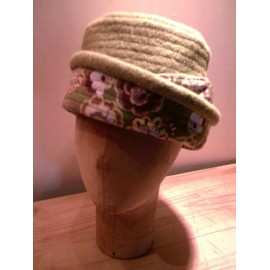 """Agathe"" pill-box hat sewing pattern for children from ManonHandco - beige"