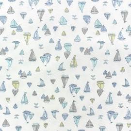Tissu coton satiné Little Sailing Boat bleu x 10cm