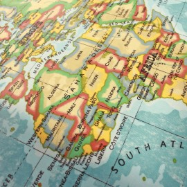 Tissu enduit vernis Atlas Azur x 65cm