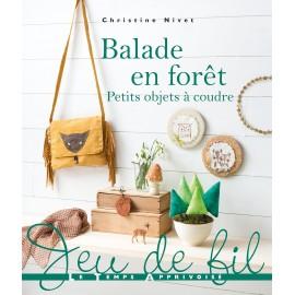 """Livre """"Balade en forêt - Petits objets à coudre"""""""