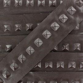 Ruban simili cuir Pyramid marron x 50cm