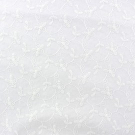 Tissu coton brodé Natacha - blanc x 10cm