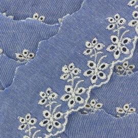Broderie anglaise denim Blossom 60mm - bleu clair x 50cm