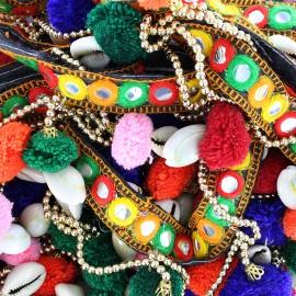 Ruban galon pompon perle India coquillage - noir x 50cm