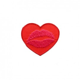 Amour à la plage embroidered iron-on patch - heart