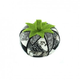 Tomato pin cushion Graphik - black
