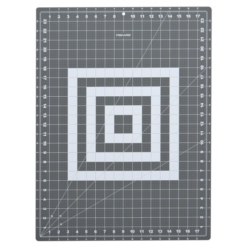 tapis de d coupe 45 x 60 cm 18 x 24 a2 fiskars ma petite mercerie. Black Bedroom Furniture Sets. Home Design Ideas