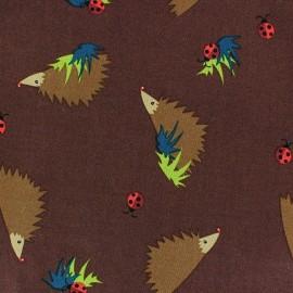 Tissu coton Forest day hérisson fond marron x 10cm