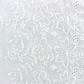 Ecalloped and embroidered cotton fabric Julia - white x 10cm