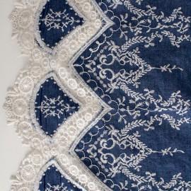 Tissu denim brodé festonné Bertille - bleu x 10cm