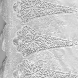 Tissu coton brodé festonné Colombe - blanc x 10cm